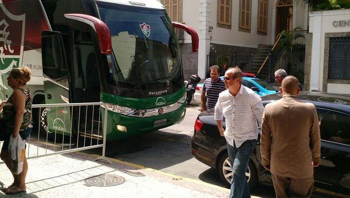 Levir Culpi chega ao hotel do Fluminense (Foto: Fred Huber)