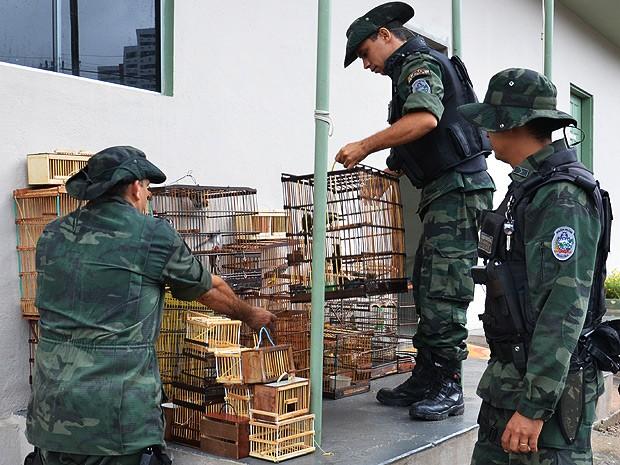 Polícia visitou duas feiras da Grande João Pessoa (Foto: Walter Paparazzo/G1)