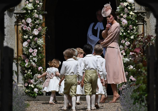 Kate Middleton e o cortejo  (Foto: Getty Images)