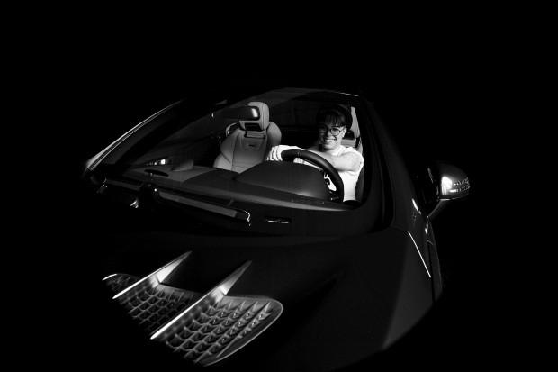 Mercedes-AMG SL 63 e Maria Gadu (Foto: Divulgação)