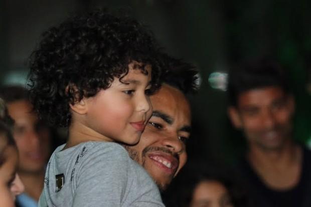 Bruno com o papai, Dentinho (Foto: Divulgação)
