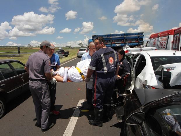 Noiva que estava em um dos carros a caminho de festa é resgatada pelos bombeiros em São Carlos (Foto: Maurício Duch/Arquivo Pessoal)