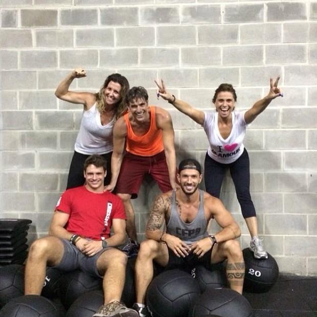 Reynaldo Gianecchini se exercita com Giovanna Antonelli e amigos no Rio (Foto: Instagram/ Reprodução)