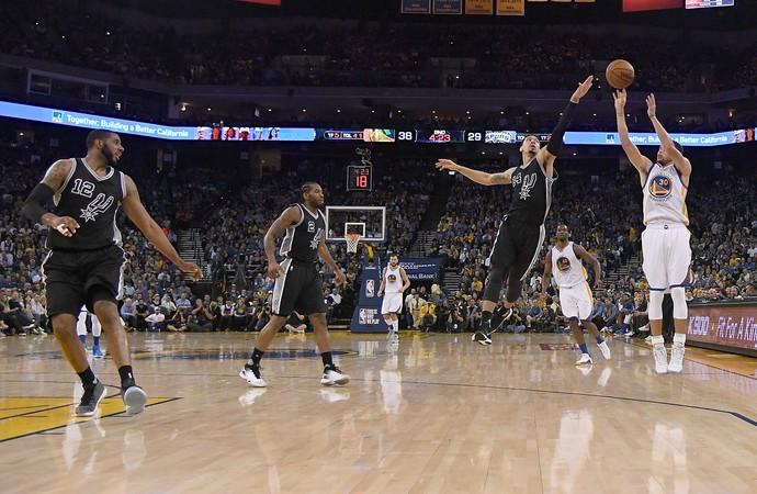 Stephen Curry Warriors x Spurs NBA (Foto: Getty)