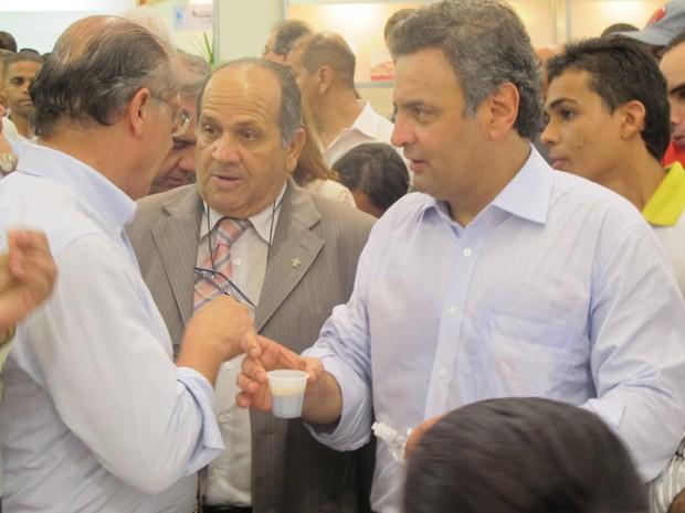 Aécio e Alckmin conversam com representantes de cidades da Baixada Santista   (Foto: Mariane Rossi/G1)