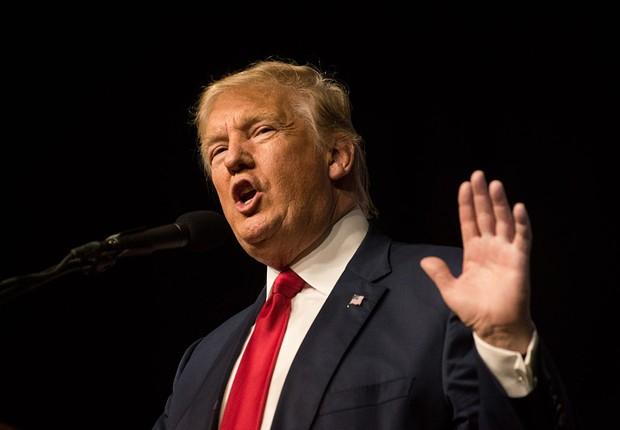 O candidato republicano à presidência dos EUA, Donald Trump, faz campanha em Colorado (Foto: Theo Stroomer/Getty Images)