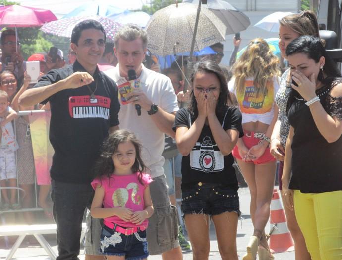 Luciano Huck, Vânia e sua família durante entrega da Escola de Música (Foto: Laurivânia Fernandes)