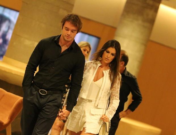 Thor Batista e namorada (Foto: Fabio Moreno/Agnews)