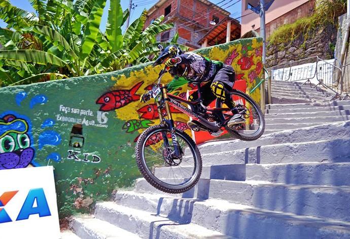 Lucas Borba na Descida das Escadas em 2014, em Santos (Foto: Divulgação)