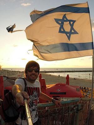 Mayke em Israel: segundo ele, ontem estão as mulheres mais bonitas do mundo (Foto: Arquivo Pessoal)