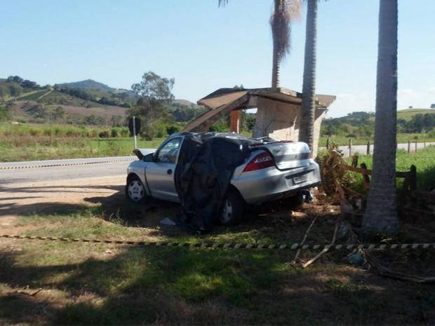 Três pessoas morrem em acidente na MG-290, em Ouro Fino, MG (Foto: Reprodução EPTV / Erlei Peixoto)