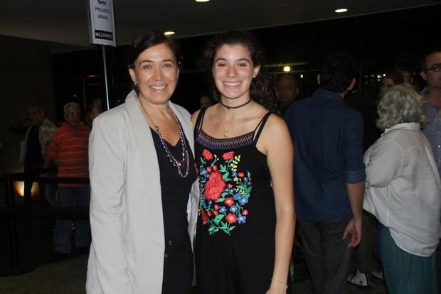 Lilia Cabral com a filha Giulia em estreia de teatro no Rio (Foto: Thyago Andrade/Fotorio News)