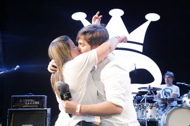 Lucas Salles e a namorada, Camila Colombo (Foto: Joshua Bryan e Denilson Santos / AgNews)