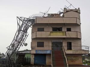 Ao todo, 900.000 pessoas de onze distritos de Orissa foram evacuadas de zonas consideradas perigosas (Foto: AP)