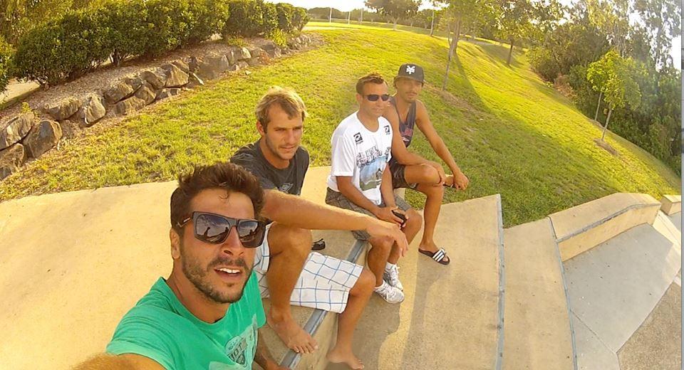 Vitor Gozzer com alguns capixabas que moram na Austrália (Foto: Arquivo Pessoal)