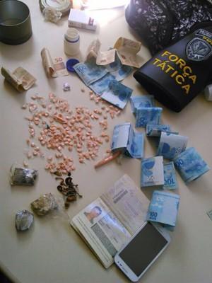 Foram encontrados 204 comprimidos de ecstasy na casa do suspeito (Foto: Divulgação/Polícia Civil do RN)