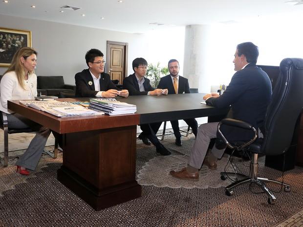 Governador Beto Richa se reuniu com gerentes da Brilliance (Foto: Arnaldo Alves/ANPr)