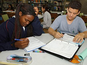 Jovens estudam para fazer o Enem (Foto: Arquivo / ABr)
