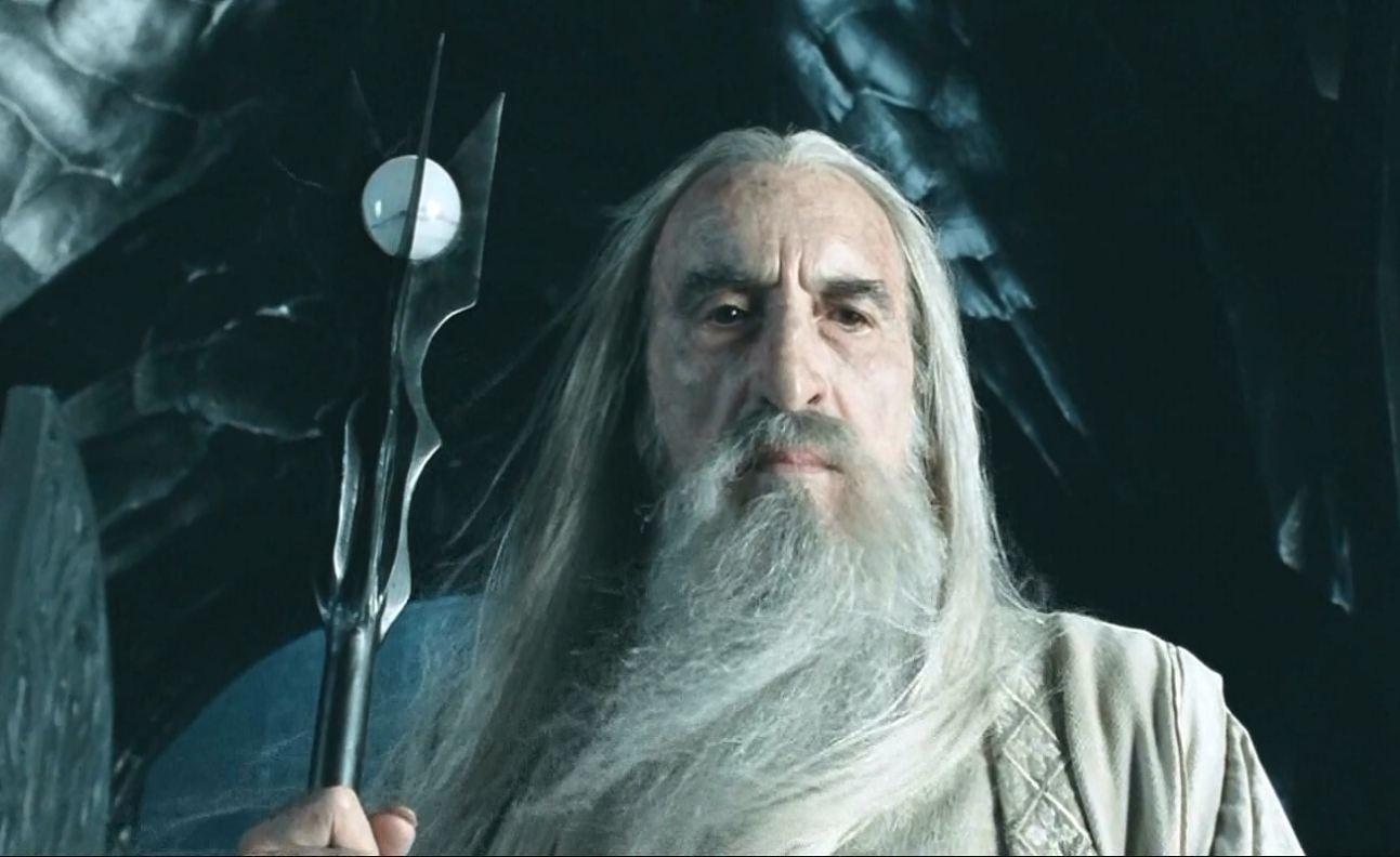 Sir Christopher Lee como Saruman e atualmente (Foto: Divulgação)
