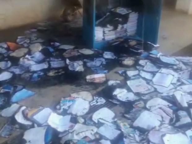 Escola municipal foi incendiada em Aparecida de Goiânia Goiás (Foto: Reprodução/ TV Anhanguera)