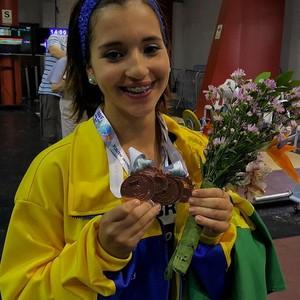Levantamento de peso - medalha de bronze - Emily Figueiredo (Foto: Reprodução/instagram)