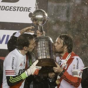 Marcelo Barovero e Fernando Cavenaghi River Plate Libertadores - AP (Foto: AP)