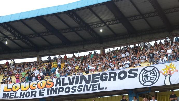 O canto contou com a torcida dos dois clubes (Foto: Michael Douglas/GloboEsporte.com)