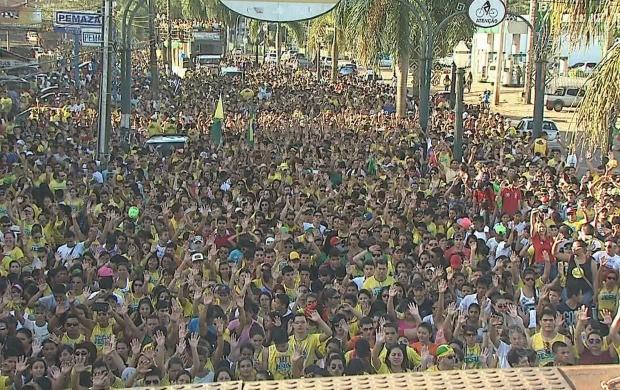 Marcha reuniu mais de 20 mil pessoas pelas ruas de Rio Branco (Foto: Acre TV)
