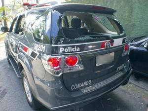 Carro da Rota após perseguição (Foto: Marcelo Gonçalves/ Sigmapress/Estadão)