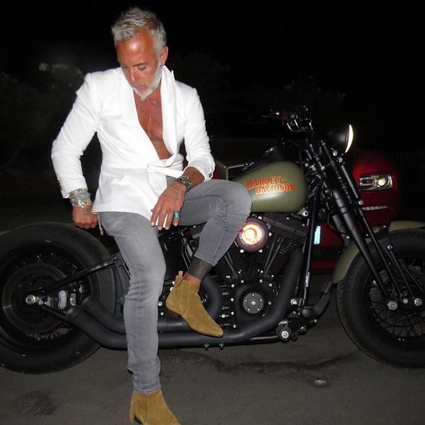 Como todo bom milionário, ele é apaixonado por motocicletas potentes (Foto: Reprodução/Instagram)