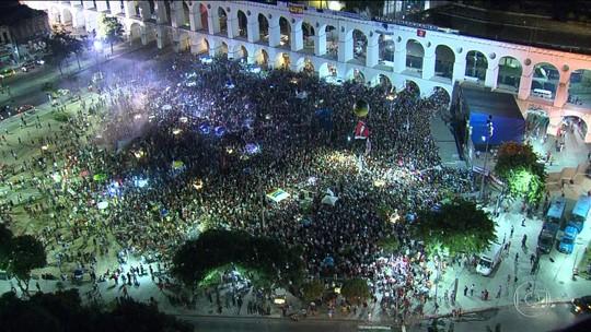 Manifestantes contra o impeachment se reúnem no Centro do Rio