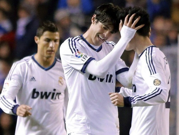 Kaká comemora gol do Real Madrid sobre o Deportivo La Coruna (Foto: EFE)