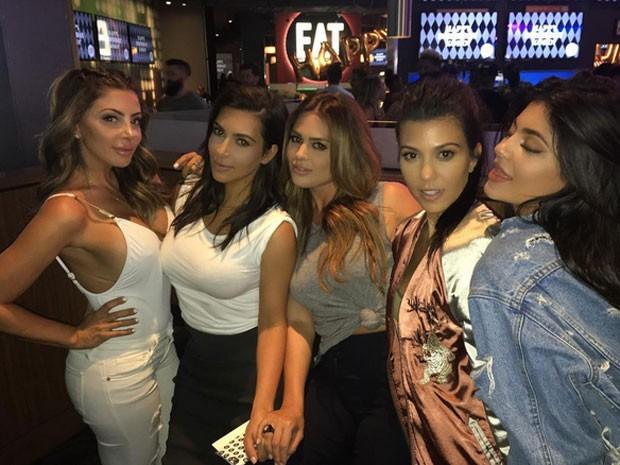 Larsa Pippen, Kim Kardashian, Carla DiBello, Kourtney Kardashian e Kylie Jenner em festa em Los Angeles, nos Estados Unidos (Foto: Instagram/ Reprodução)