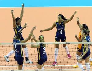 Jogadoras do Campinas comemoram ponto (Foto: Felipe Christ / Amil)