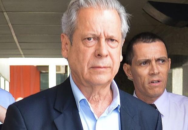 O ex-ministro da Casa Civil José Dirceu é liberado para cumprir o restante de sua pena em regime domiciliar. Ele foi condenado por crimes ligados ao mensalão (Foto: Fabio Rodrigues Pozzebom/Agência Brasil)