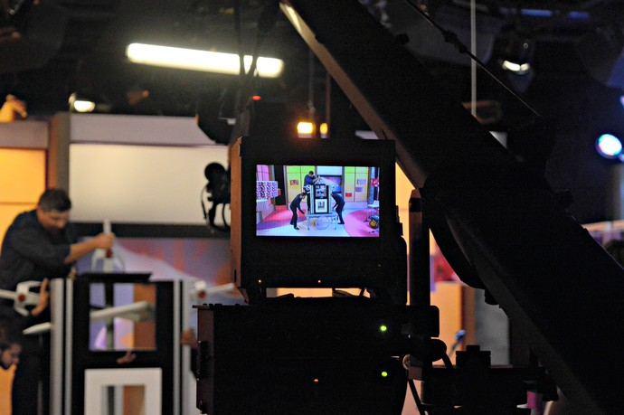 Kronnus Bastidores Mistura com Rodaika Mágica espadas câmera (Foto: Giovane Santayana/RBS TV)