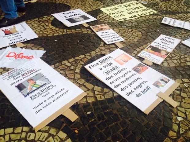Placa protesto Uberlândia Dilma (Foto: Fernanda Resende/G1)