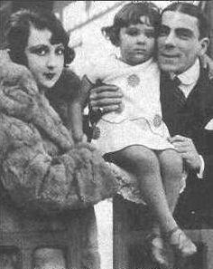 O ator com a esposa Aida Izquierdo e a filha Bibi Ferreira (Foto: Divulgação)