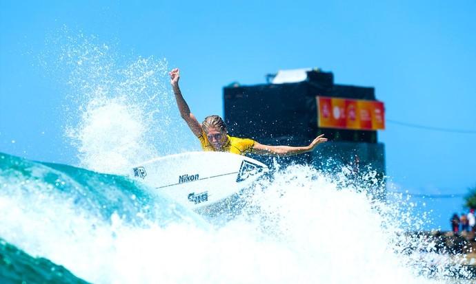 Stephanie Gilmore em ação no round 3 do WCT de Gold Coast, Mundial de Surfe (Foto: Divulgação)