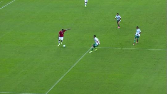 """Chamado às pressas, interino vê jogo bonito do Inter e """"parâmetro"""" para a B"""