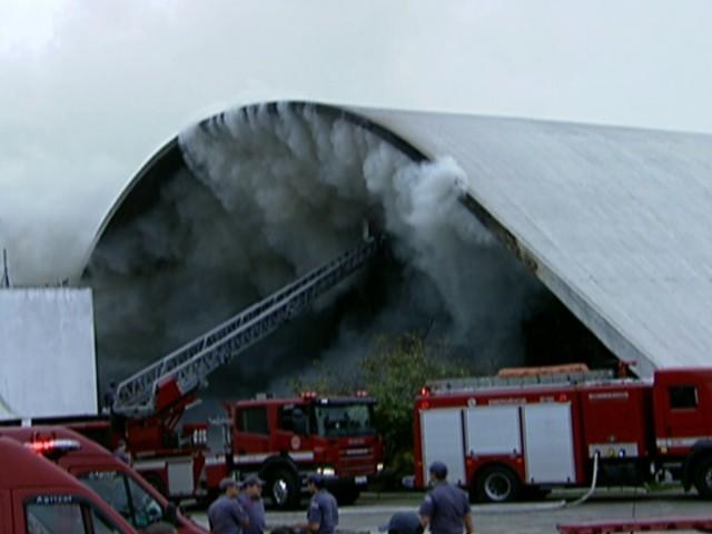 Incêndio em Memorial (GloboNews)  (Foto: Reprodução Globo News)