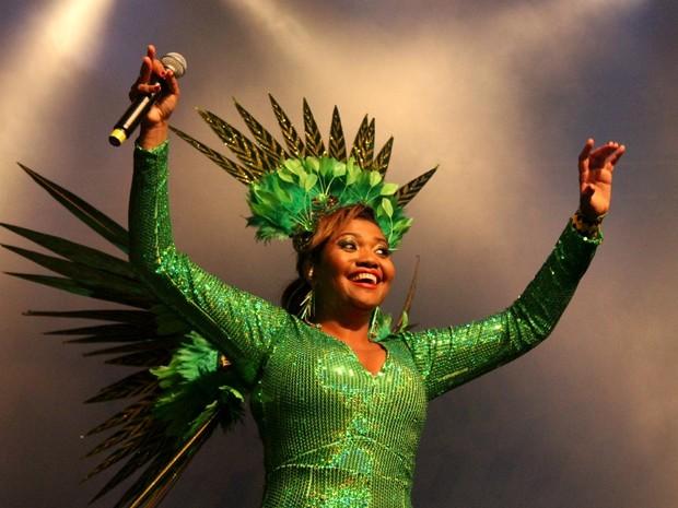 Sorridente, Gaby Amarantos cantou grandes sucessos da carreira como 'Ex Mai Love'  (Foto: Marcos Dantas/G1 AM)