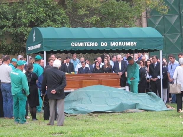Corpo foi sepultado no fim da tarde. (Foto: Caio Prestes/G1)