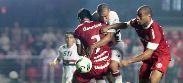 Luis Fabiano, São Paulo e Internacional (Foto: Miguel Schincariol / Agência Estado)
