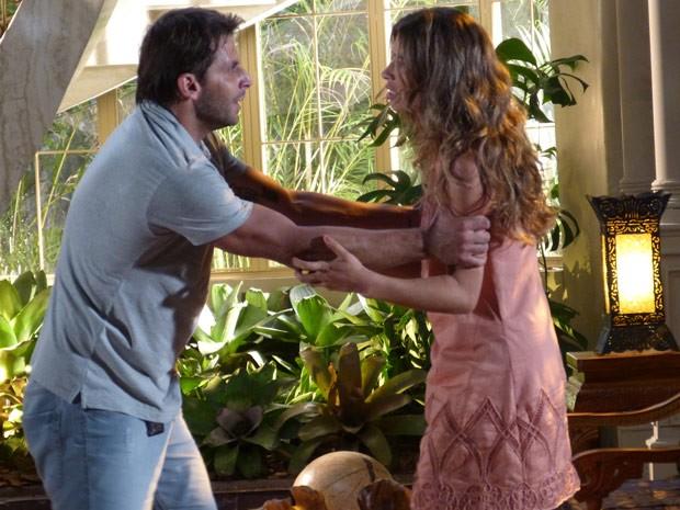 Magoado, Cassiano diz que ainda tem muito para falar com Ester (Foto: Flor do Caribe/ TV Globo)