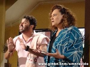 Márcia e Rinaldo não se conformam (Foto: Amor à Vida / TV Globo)