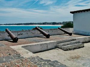 Estrutura foi erguida com pedras, argamassa de baleia e cal (Foto: Guto Araripe)