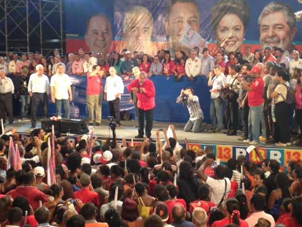 O ex-presidente Luiz Inácio Lula da Silva em comício em Salvador (Foto: Henrique Mendes / G1 BA)