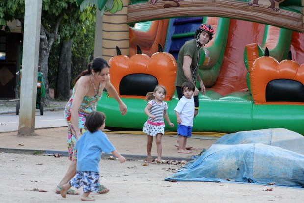 Claudia Mauro e Eriberto Leão com os filhos (Foto: JC Pereira / AgNews)