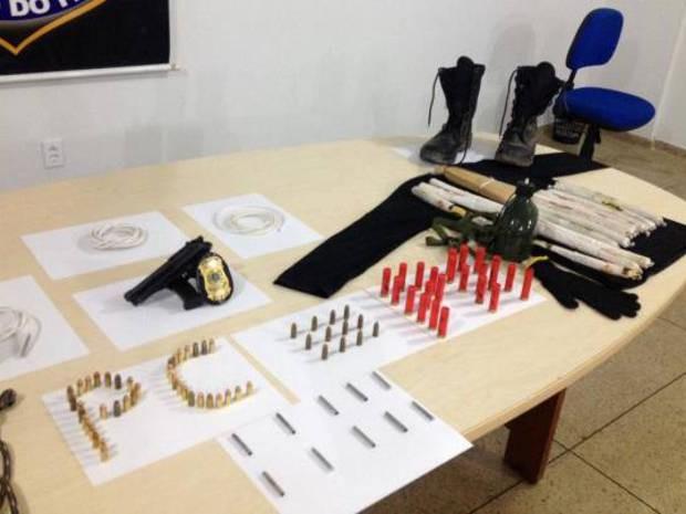 Material de uso restrito foi apreendido na casa do suspeito e em outra residência apontada por ele em Marabá, no sudeste do Pará. (Foto: Divulgação/Polícia Civil)